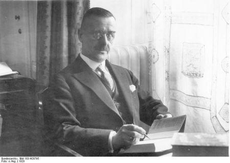 Zentralbild Thomas Mann bürgerlich-humanistischer Schriftsteller von Weltgeltung. geb.: 6.6.1875 in Lübeck gest.: 12.8.1955 Kilchberg (Schweiz) 1929 erhielt er den Nobelpreis. 41175-29, Scherl Bilderdienst,